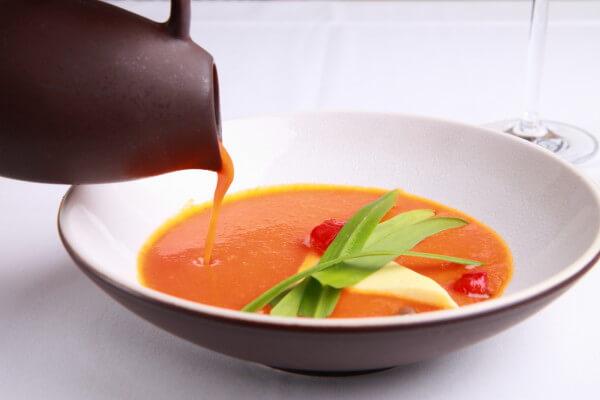 Suppe von roter Paprika